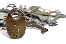 Free Old Padlock And Heap Keys Isolated Royalty Free Stock Photos - 14020828