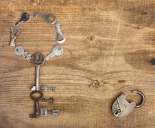 Free Old Padlock And Keys Royalty Free Stock Photo - 14021205
