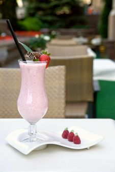 Free Strawberry Milkshake On The Table Royalty Free Stock Photo - 14021525