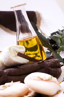 Free Olive Oil, Green Leaf Stock Photos - 14027993