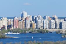 Free Residential Highrises Near The River Royalty Free Stock Photography - 14029147