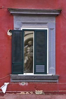 Free The Statue In The Window Royalty Free Stock Image - 14031906