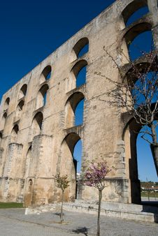 Free Roman Aqueduct Royalty Free Stock Image - 14032216