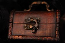 Free Closed Small Treasure Chest Royalty Free Stock Photography - 14038547