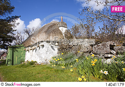 Free Thatched Cottage In Scotland Royalty Free Stock Images - 14041179