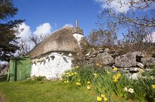 Thatched Cottage In Scotland Royalty Free Stock Images