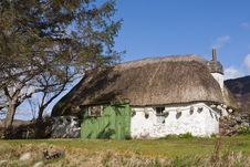 Thatched Cottage In Scotland Royalty Free Stock Photos