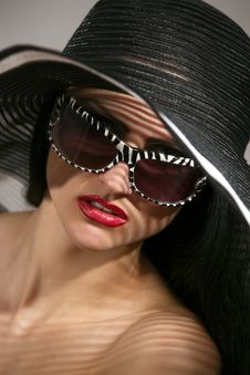 Free Model In Striped Hat And Sunglasses Royalty Free Stock Image - 14050606