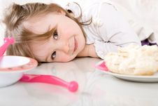 Free Little Girl Eating Stock Images - 14054334