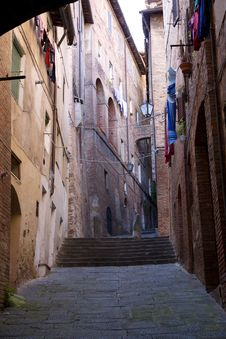 A Narrow, Steep Street In Tuscany Royalty Free Stock Photography
