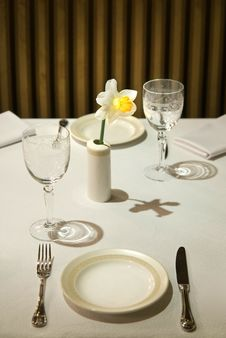 Free Served Table In Restaurant With Flower Royalty Free Stock Photos - 14055288