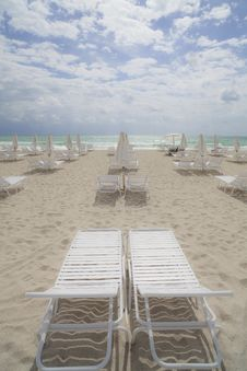 Free Beach Lounge Chairs Royalty Free Stock Photos - 14063448