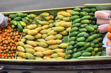 Free Boat Store Many Mango Fruit Royalty Free Stock Photo - 14064795