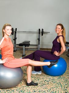 Two Young Women In Gym Royalty Free Stock Photos