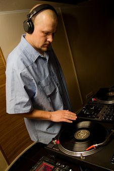 Free Hip-hop Deejay Playing Vinyl Record Stock Images - 14067954