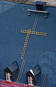 Free Roof Maintainance Royalty Free Stock Photos - 14068178