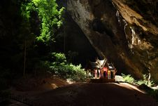 Free Throne In Prayanakorn Cave, Thailand Royalty Free Stock Photo - 14072505