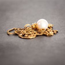 Free Golden Pendant Royalty Free Stock Photography - 14074497