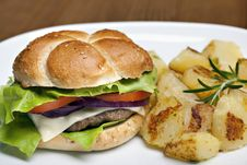 Hamburger With Roasted Potatoes Royalty Free Stock Photography