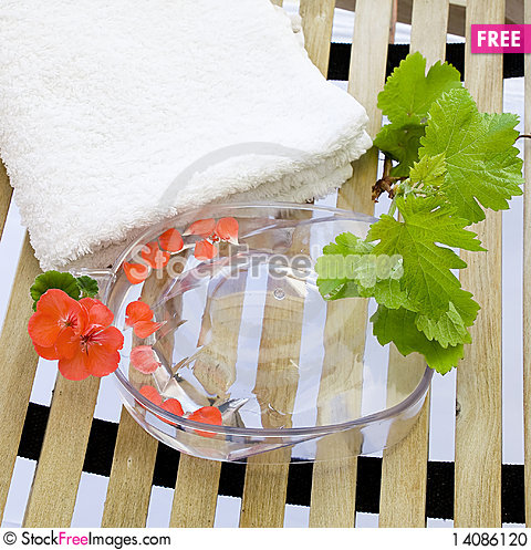 Free Bowl For A Manicure And A Towel On A Lounger Stock Photo - 14086120