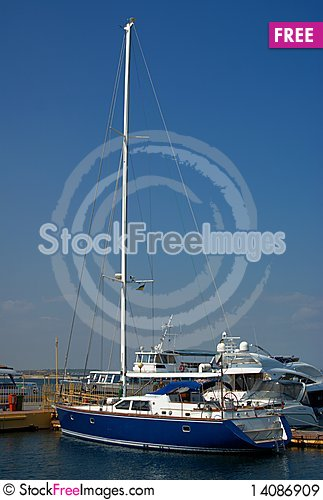Free Yacht In Harbour Royalty Free Stock Images - 14086909