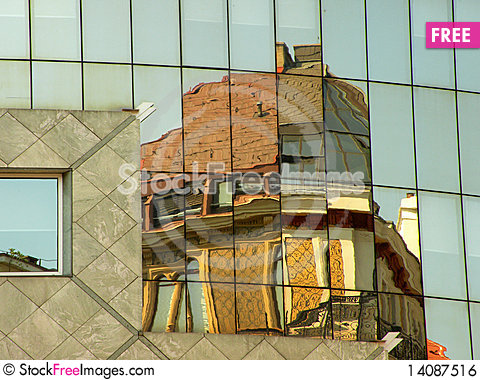 Free Mirrored Building Royalty Free Stock Image - 14087516