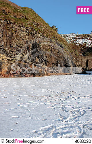Free Empty Rocky Beach Cliffs On A Cold Winters Day Stock Photo - 14088020