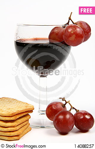 Free Red Wine In A Wineglass Royalty Free Stock Photography - 14088257