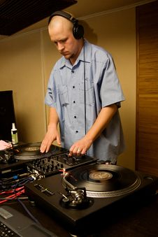 Free Hip-hop Deejay Playing Vinyl Record Stock Images - 14080184