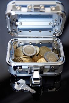 Free Suitcase With Euro Coins Royalty Free Stock Photography - 14083127