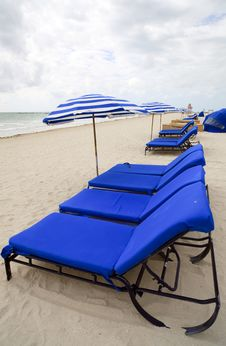 Free Beach Lounge Chairs And Umbrellas Royalty Free Stock Photography - 14084827