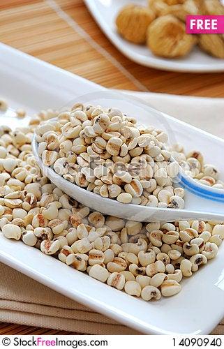 Free Dried Barley Seeds As Food Ingredients Stock Photo - 14090940