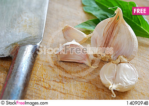 Free Fresh Garlic With Knife Royalty Free Stock Photos - 14090948