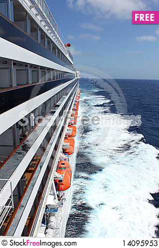 Free Cruise Ship In The Ocean Stock Photos - 14095953