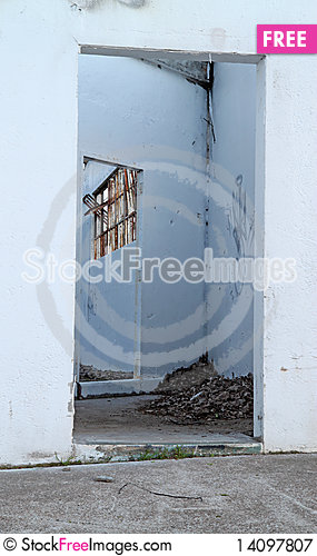 Free Abandoned Doorway Royalty Free Stock Photography - 14097807