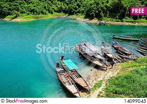Free Paddling Boat Royalty Free Stock Photo - 14099045