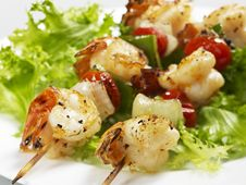 Free Grilled Malaysian Shrimps With Lettuce Royalty Free Stock Photo - 14092475