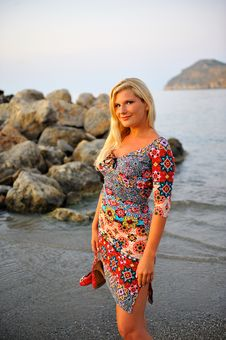 Free Young Pretty Woman On The Beach Royalty Free Stock Images - 14097659