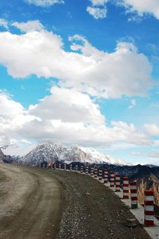 Free Landscape In Tibet Royalty Free Stock Image - 14097856