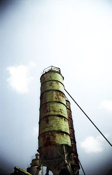 Free Tall Silo Over Blue Sky Stock Photography - 1410072