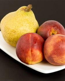 Free Pear And Nectarines Royalty Free Stock Photos - 1410588