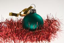 Free Green Christmas Bauble Stock Photography - 1413152