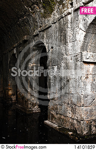 Free Three Parted Cistern Royalty Free Stock Images - 14101859