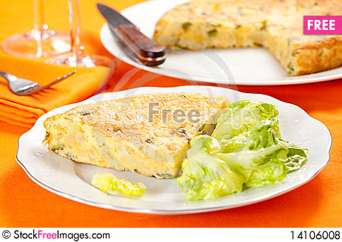 Free Potato Omelette With Olive Oil And Green Pepper Royalty Free Stock Photos - 14106008