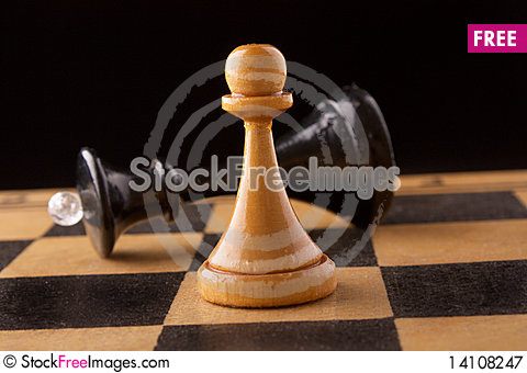 Free The White Pawn Has Won Black Queen Royalty Free Stock Photography - 14108247