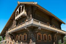 Free Wooden Big House Royalty Free Stock Photography - 14100797