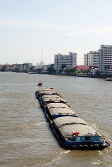 Free Tug Boat On The Chao Phraya River Royalty Free Stock Photos - 14103338