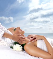 An Attractive Woman Is Getting Spa Treatment Royalty Free Stock Photos