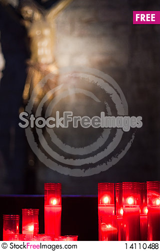 Free Christ Statue And Candles Royalty Free Stock Photos - 14110488
