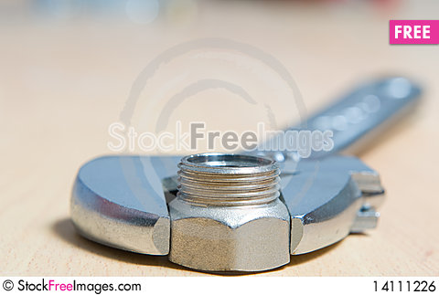 Free Screw Nut And Universal Wrench Royalty Free Stock Image - 14111226